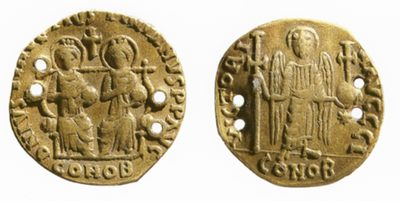 Fig. 4. Gold solidus of Justin I and Justinian II, 527 CE, found in tomb  of Tian Hong (d. 575) at Guyuan. Photograph © Luo Feng, used  with permission.